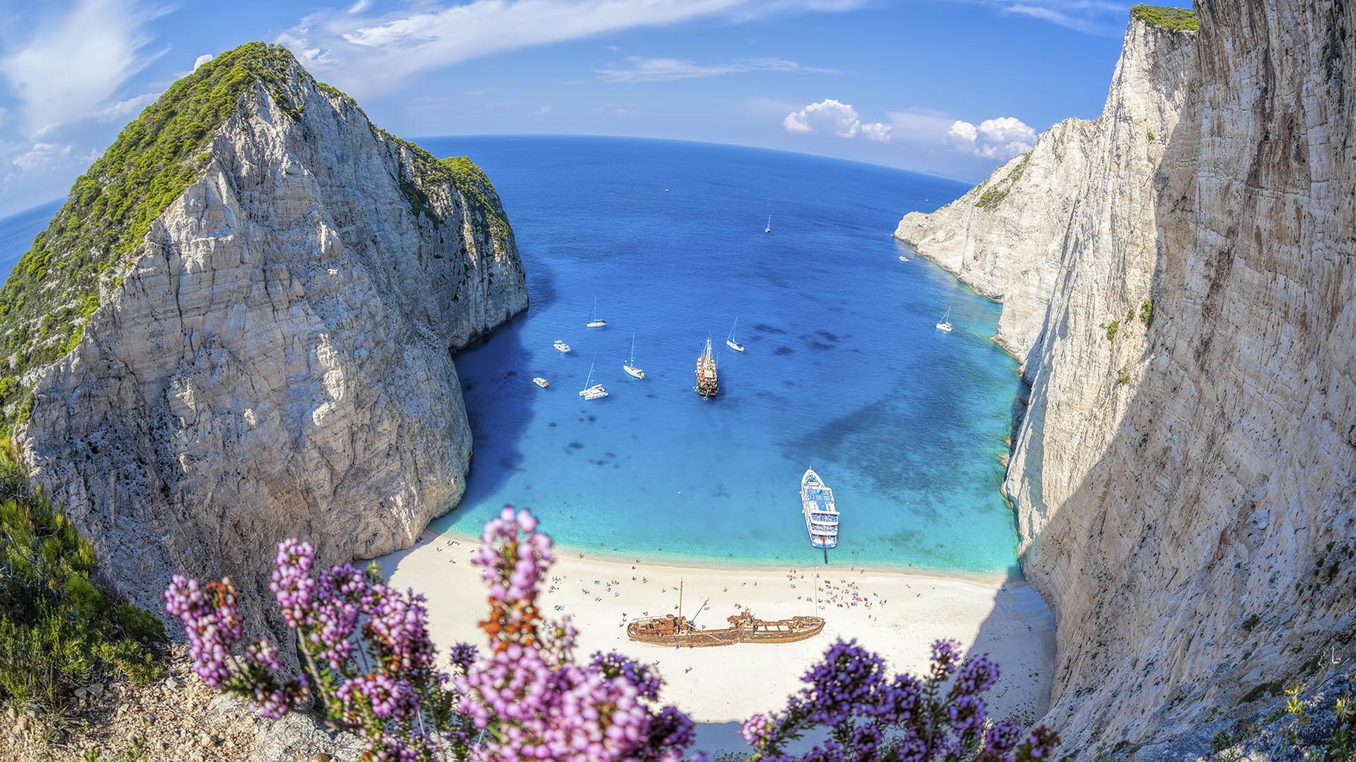 Playas_0006_Playa-de-Navagio-Grecia