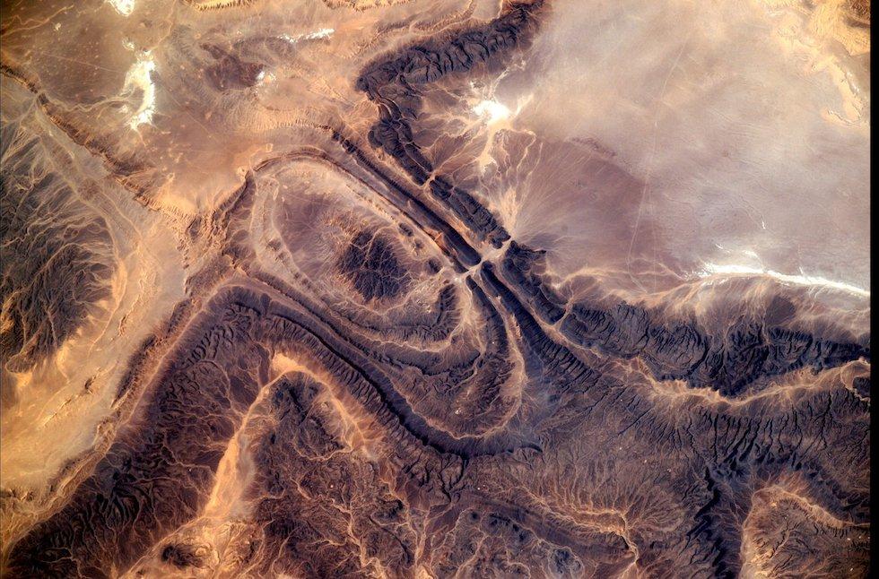 Un'area desertica dell'Africa vista dalla Stazione Spaziale Internazionale e fotografata dall'astronauta italiano Paolo Nespoli  (Paolo Nespoli, ESA/NASA)