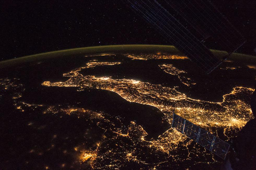 L'Italia vista di notte dalla Stazione Spaziale Internazionale e fotografata da Paolo Nespoli  (Paolo Nespoli, ESA/NASA)