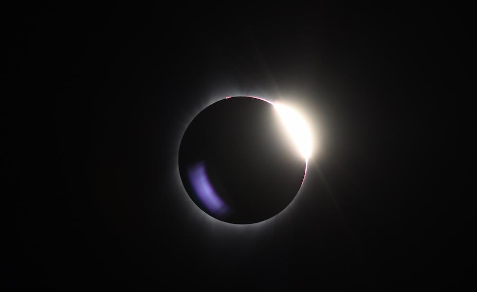 L'eclisse di Sole totale del 21 agosto scorso, fotografata nei pressi di Mitchell, città dell'Oregon, Stati Uniti  (ROBYN BECK/AFP/Getty Images)