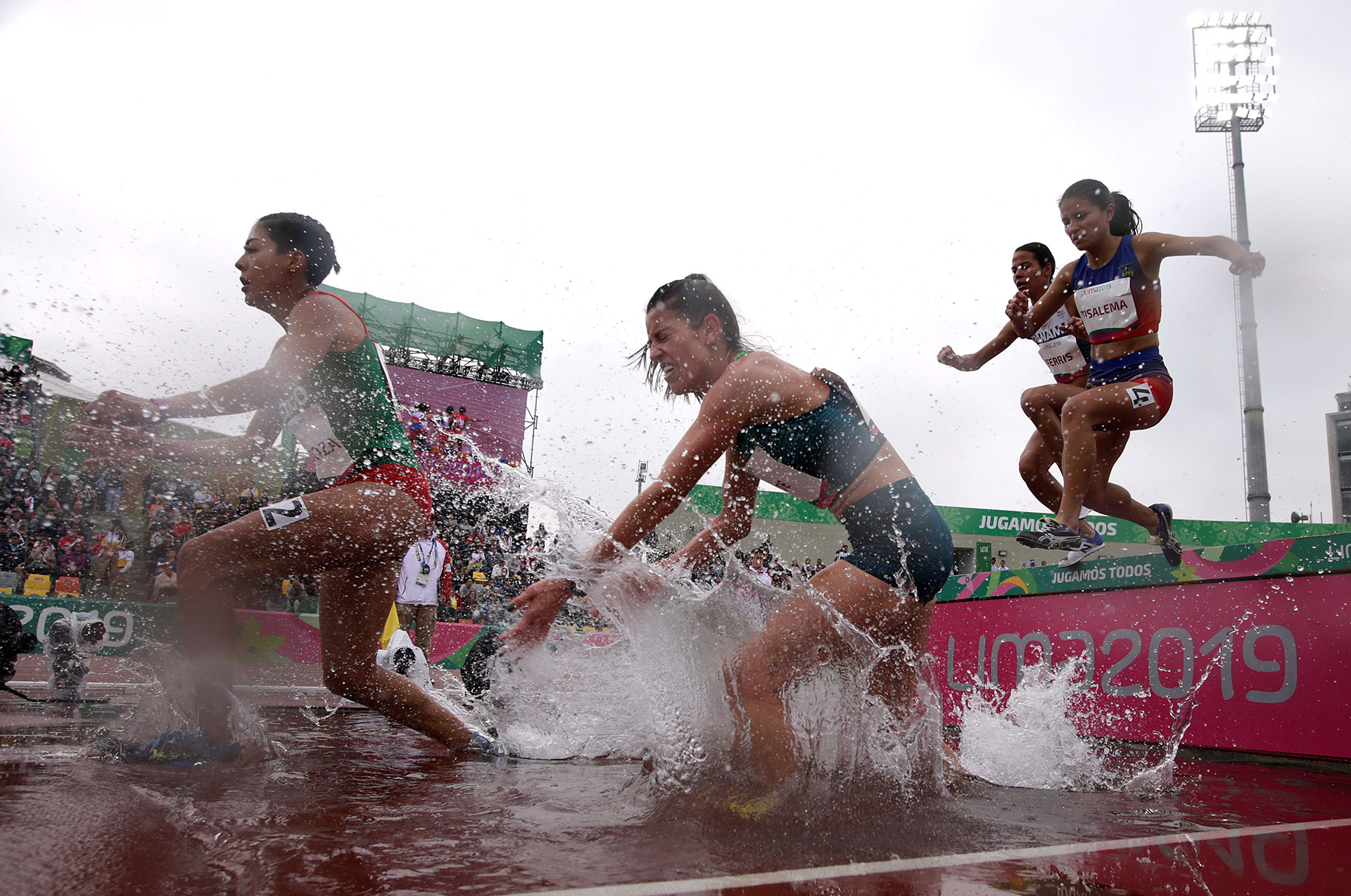 XVIII Pan American Games - Lima 2019 - Athletics - Women's 3000m Steeplechase Final - Athletics Stadium, Lima, Peru - August 10, 2019. Mexico's Natali Mendoza and Brazil's Simone Ponte in action. REUTERS/Henry Romero     TPX IMAGES OF THE DAY